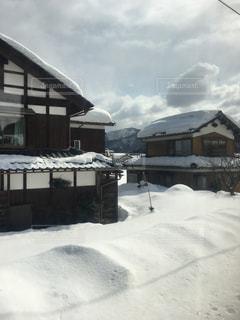 雪に覆われた家の写真・画像素材[1043265]