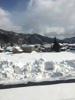 雪に覆われた山の写真・画像素材[1043271]