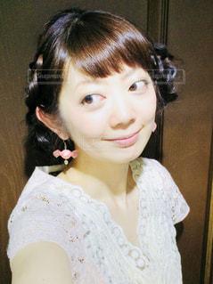 白いシャツの女の写真・画像素材[1434642]