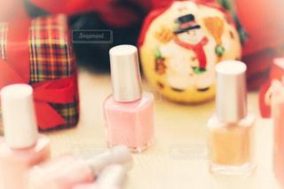 近くにピンクの歯ブラシのアップの写真・画像素材[1619251]