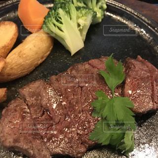 ブロッコリー料理のプレートの写真・画像素材[1057591]
