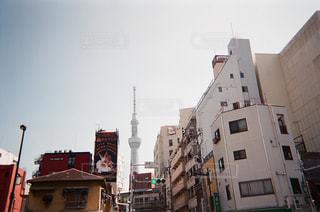 近くに忙しい街の通りのの写真・画像素材[746869]