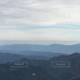背景の大きな山のビューの写真・画像素材[846959]