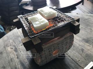 炭火で餅を焼く(序盤)の写真・画像素材[1146709]