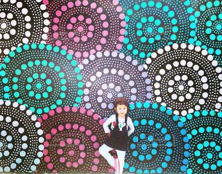 シドニー「ボンダイビーチ」ウォールアートツアー。水玉のお花柄の写真・画像素材[1214137]