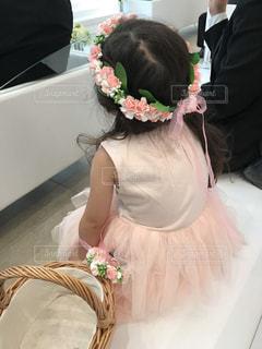 ピンクのドレスのフラワーガールの写真・画像素材[1220522]