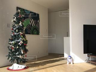 クリスマス ツリーとリビング ルームの写真・画像素材[1222419]