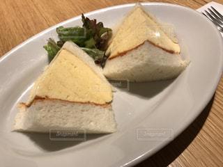 ふわふわの卵焼きタイプのサンドイッチですの写真・画像素材[1244875]