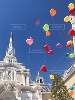 空に風船の写真・画像素材[2116484]