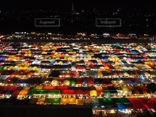 カラフルなライトの多くに満ちてストアの写真・画像素材[742086]