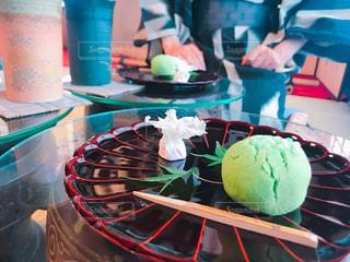 テーブルの上に食べ物の写真・画像素材[1267638]