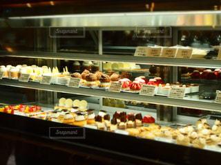 ケーキ屋さんのショーケース - No.749606