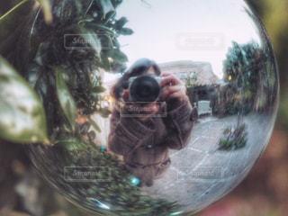 カメラと私の写真・画像素材[929092]