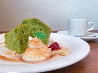 抹茶のシフォンケーキの写真・画像素材[949400]