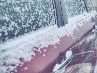 雪と車の写真・画像素材[975870]