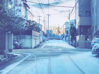 冬の朝の住宅街の写真・画像素材[977193]