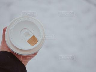 コーヒーのカップを持っている手 - No.978744