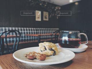 スコーンと紅茶の写真・画像素材[1011665]