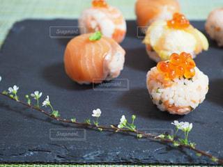 カラフル可愛い手まり寿司の写真・画像素材[1031112]