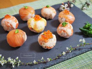 カラフル可愛い手まり寿司の写真・画像素材[1031113]