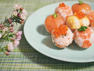 カラフル手まり寿司の写真・画像素材[1031115]