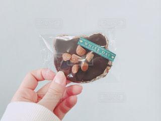 ホワイトデーにもらった、可愛いくま型のチョコクッキーの写真・画像素材[1055845]