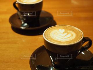 テーブルの上のコーヒー カップの写真・画像素材[1082260]