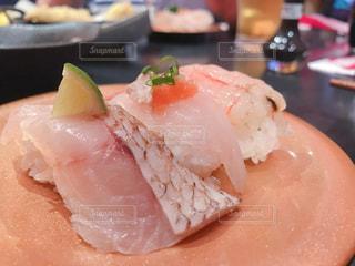 皿の上の寿司の写真・画像素材[1189968]