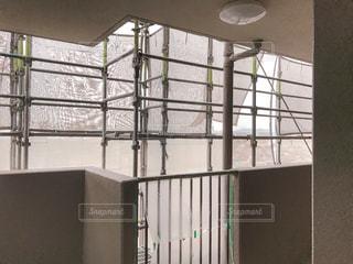 工事中のマンションの足場の写真・画像素材[1238641]