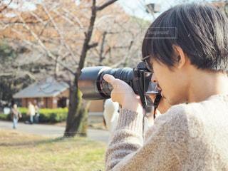 公園で撮影する人の写真・画像素材[1678450]