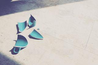 割れたマグカップの写真・画像素材[2056898]