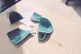 割れたマグカップの写真・画像素材[2056900]