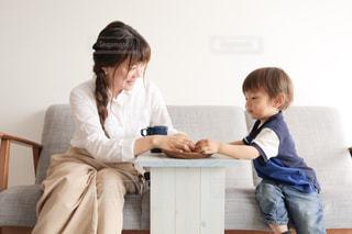 親子の時間の写真・画像素材[2062742]