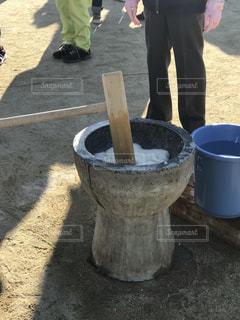 杵と臼で餅つきの写真・画像素材[2765992]