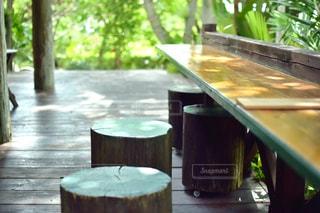 木製のダイニング テーブルの写真・画像素材[930350]
