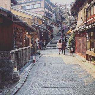 狭い街の通りの写真・画像素材[1446595]