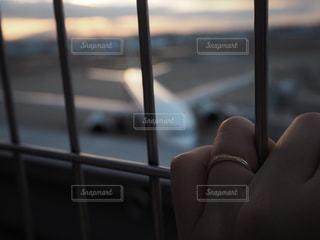 飛行機を眺めるの写真・画像素材[1484828]