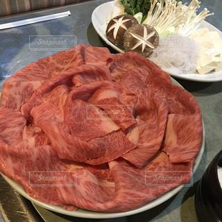 テーブルの上に食べ物のボウルの写真・画像素材[763972]