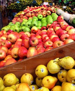 果物の種類でいっぱいのボックスの写真・画像素材[742980]