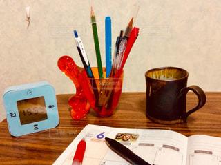 テーブルの上の鉛筆の写真・画像素材[1060292]