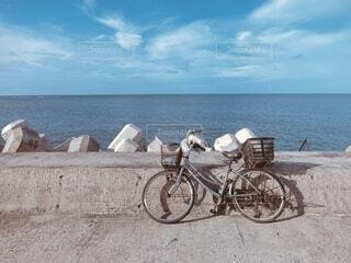 自転車と海の写真・画像素材[3745096]