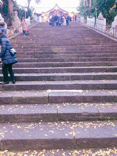 歩道を歩いている人のグループの写真・画像素材[1709707]