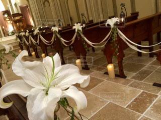 テーブルの上の花の花瓶 - No.763760