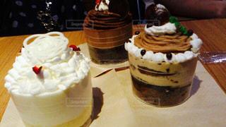 テーブルの上のケーキの一部の写真・画像素材[775926]