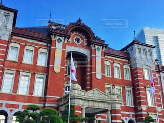 大きな赤いレンガの建物の写真・画像素材[923783]