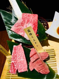 テーブルの上に食べ物の写真・画像素材[971085]