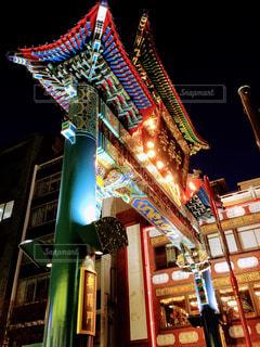 夜の店の前の写真・画像素材[1113688]