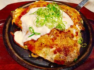 ピザのスライスを皿の料理の写真・画像素材[1405497]