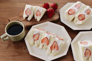 苺サンドの朝ごはんの写真・画像素材[1724777]