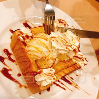 ナイフとフォークの食事のプレートの写真・画像素材[770759]